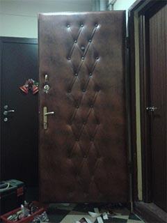 обивка металлической двери с узором
